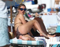 nicky-hilton-wearing-a-bikini-at-miami-beach-120714-19.jpg