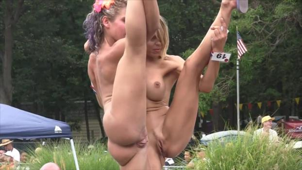 nude-behind-popping-natural-amature-pussy