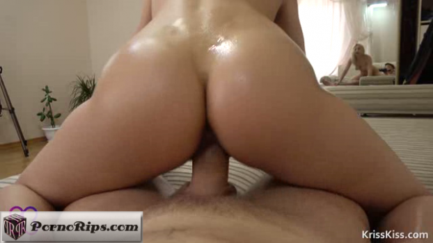krisskiss-17-07-29-horny-gf-hard-fuck-and-footjob.png