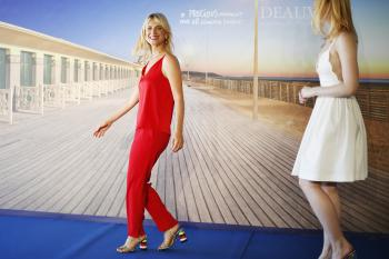 Elle Fanning - *Galveston* Photocall at Deauville American Film Festival 9/1 56rf4qjoy5.jpg