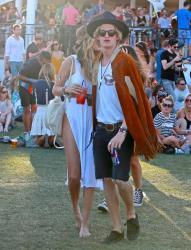 gigi-hadid-2015-coachella-music-festival-weekend-oneday-three-41215-7.jpg