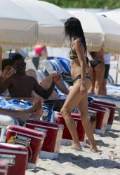 shanina-shaik-on-the-beach-in-miami-fl-6162015-10.jpg