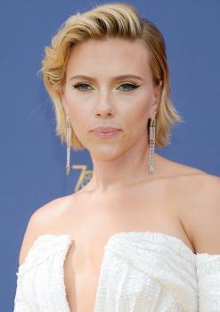 Scarlett-Johansson-at-the-70th-Primetime-Emmy-Awards-in-Los-Angeles-9%2F17%2F18-26r3parmli.jpg