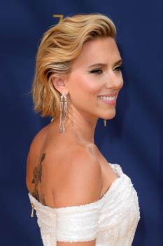 Scarlett-Johansson-at-the-70th-Primetime-Emmy-Awards-in-Los-Angeles-9%2F17%2F18-s6r3paval6.jpg