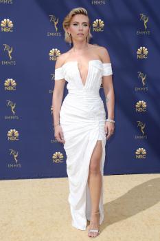 Scarlett-Johansson-at-the-70th-Primetime-Emmy-Awards-in-Los-Angeles-9%2F17%2F18-06r3pb2roc.jpg