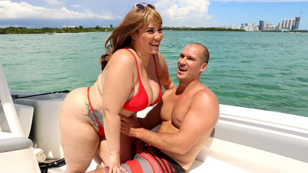 plumperpass-18-09-19-risa-chacon-boat-riding-risa.jpg