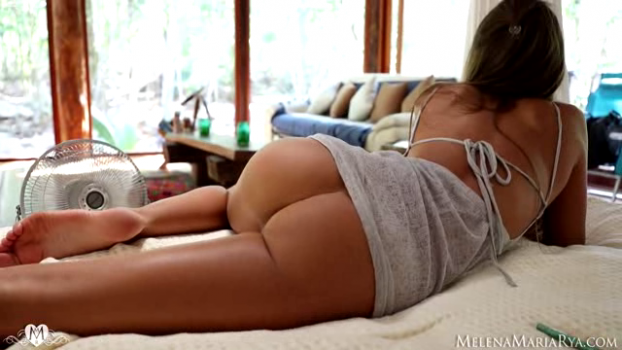 melenamariarya-18-09-16-sexy-strip-for-you.png