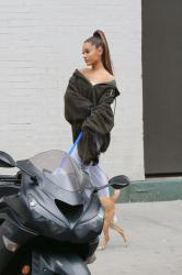 Ariana Grande - Walking Her Dogs In NYC - 09-22-2018 *ADDS*