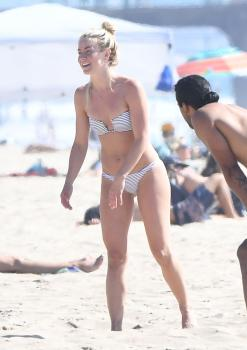 Julianne Hough in a bikini at the beach Newport Beach 9/23/18g6r7cn45vo.jpg