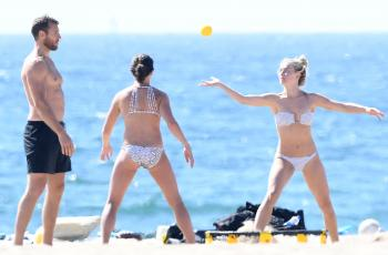 Julianne Hough in a bikini at the beach Newport Beach 9/23/18s6r7cnppz0.jpg
