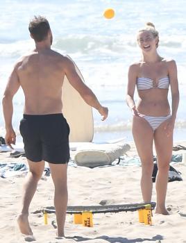 Julianne Hough in a bikini at the beach Newport Beach 9/23/18p6r7cnutje.jpg