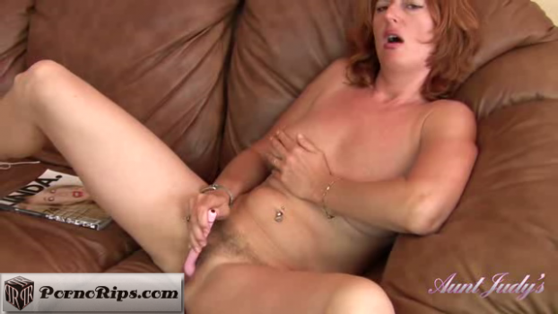 auntjudys-18-09-24-liddy-pulls-out-the-vibrator.png