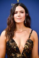 mandy-moore-70th-emmy-awards-in-la-91718-5.jpg