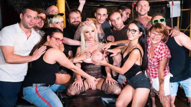 crowdbondage-18-09-26-barbie-sins.jpg