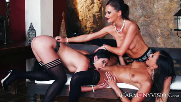 harmonyvision-18-09-27-tina-kay-lady-d-and-cassie-del-isla-room-for-three.png