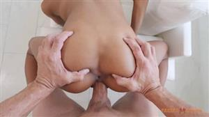 facialkings-17-12-12-nia-nacci-gets-a-huge-facial.jpg
